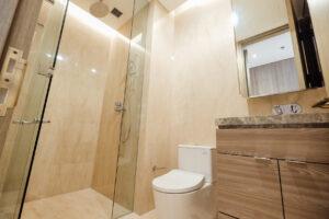 Secondary bathroom verde two